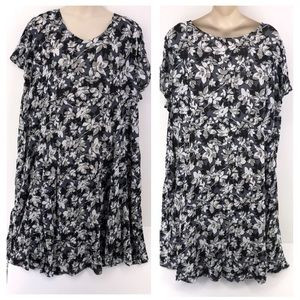 Woman within Black /white floral crinkle dress 4X